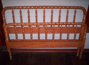Curb Find: Jenny Lind Bed