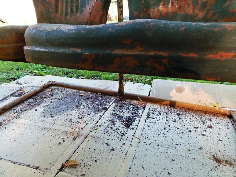 How To Repaint Metal Outdoor Furniture