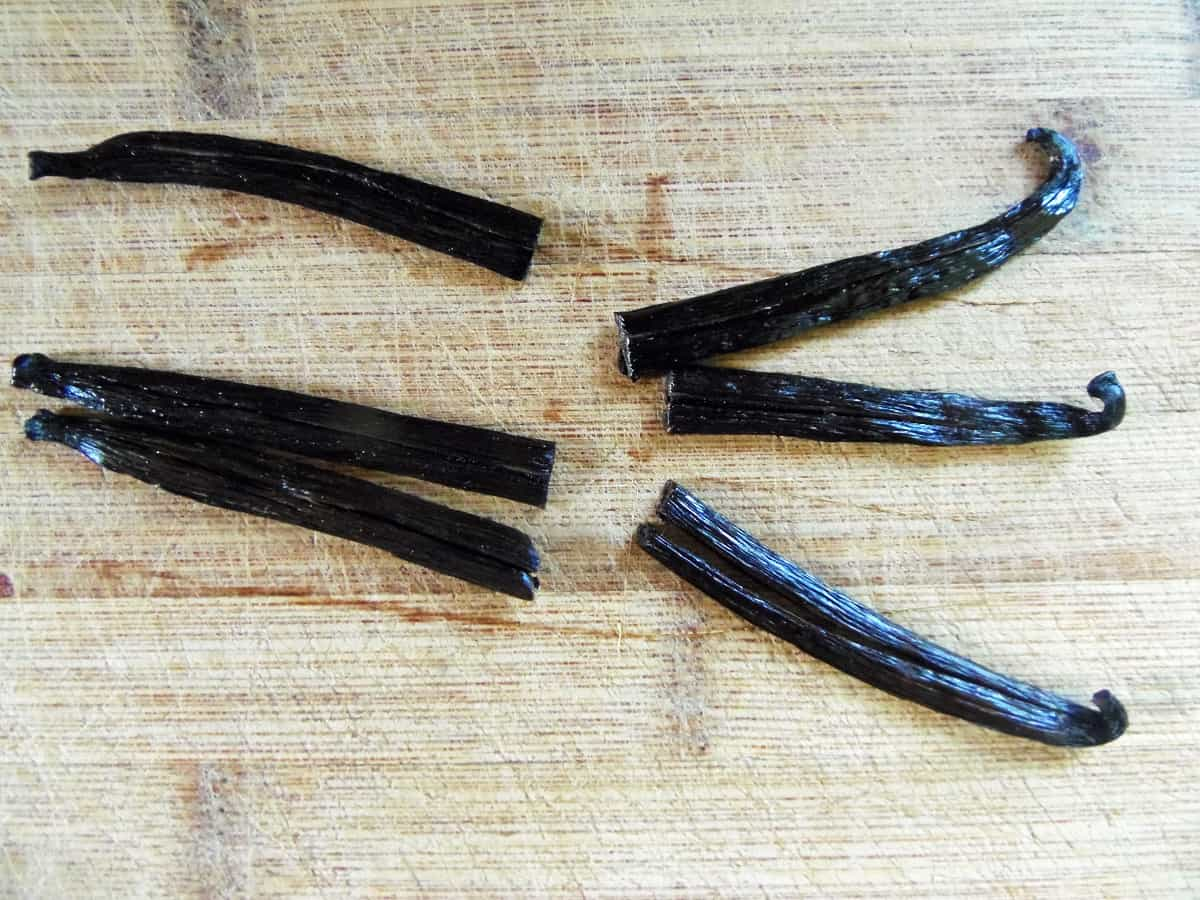 Cut Vanilla Beans in Half