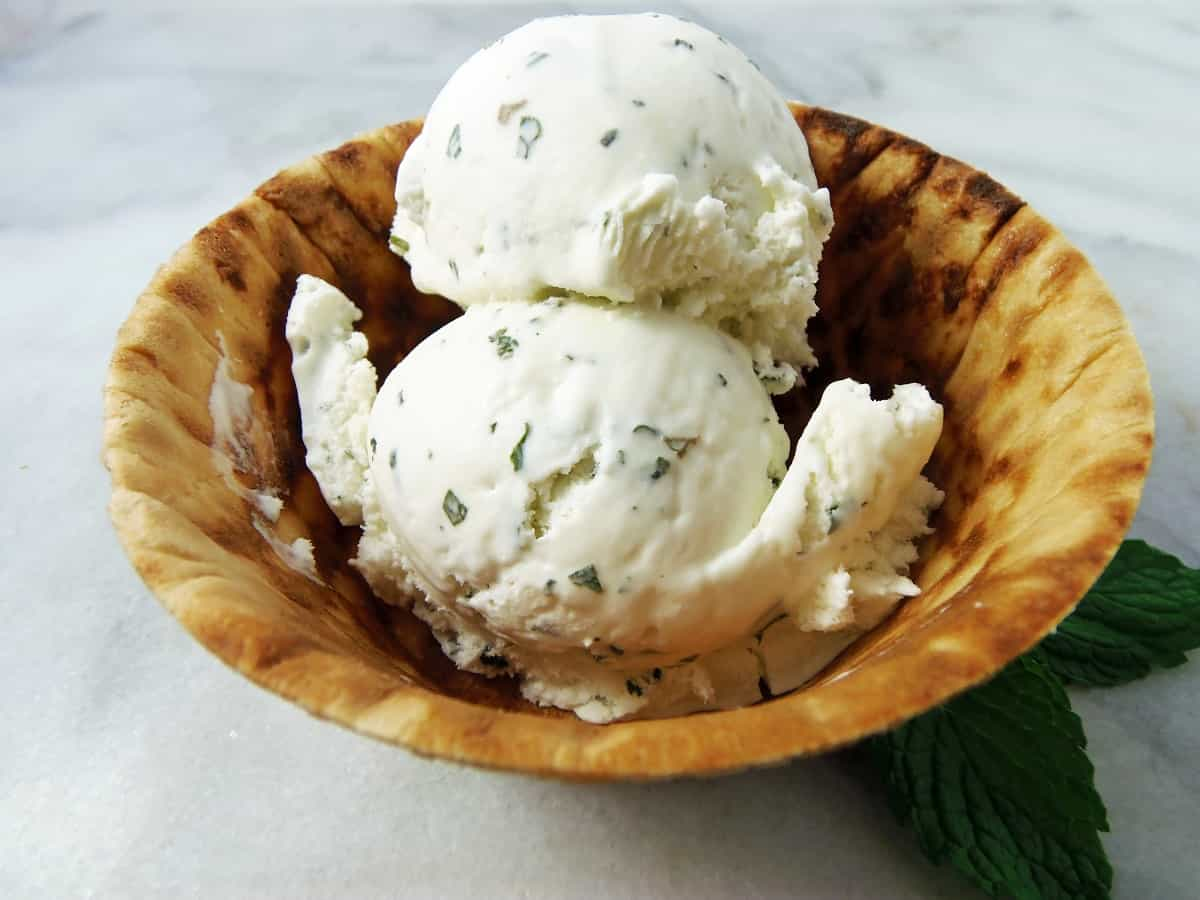 Peppermint Ice Cream With Fresh Mint