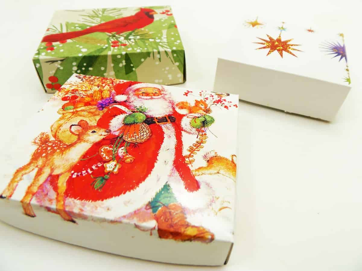 How to Make Gift Boxes Out of Greeting Cards